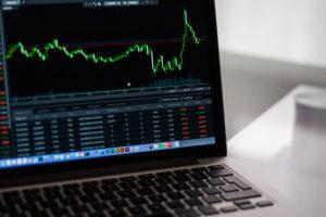 Рыночная стоимость ценной бумаги постоянно меняется